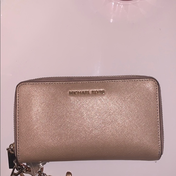 Michael Kors Handbags - Micheal Kors Wallet